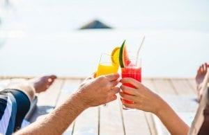 הרמת כוסית בחופשה